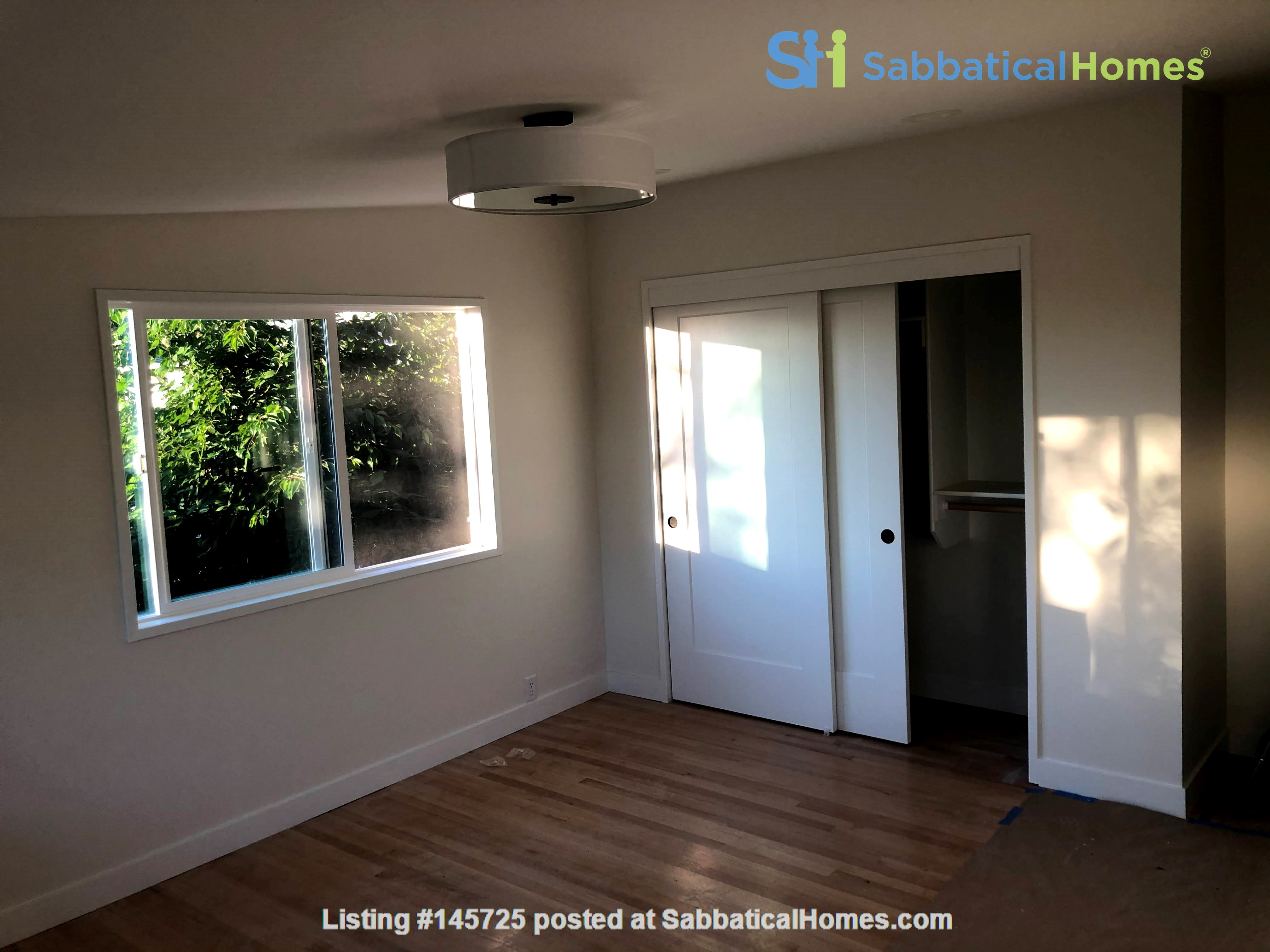 Sunset views and walking lifestyle by UO Campus & forest park. Remodeled Home Rental in Eugene, Oregon, United States 9