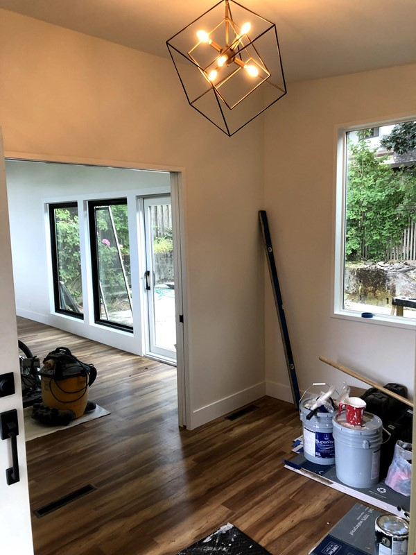 Sunset views and walking lifestyle by UO Campus & forest park. Remodeled Home Rental in Eugene 3 - thumbnail