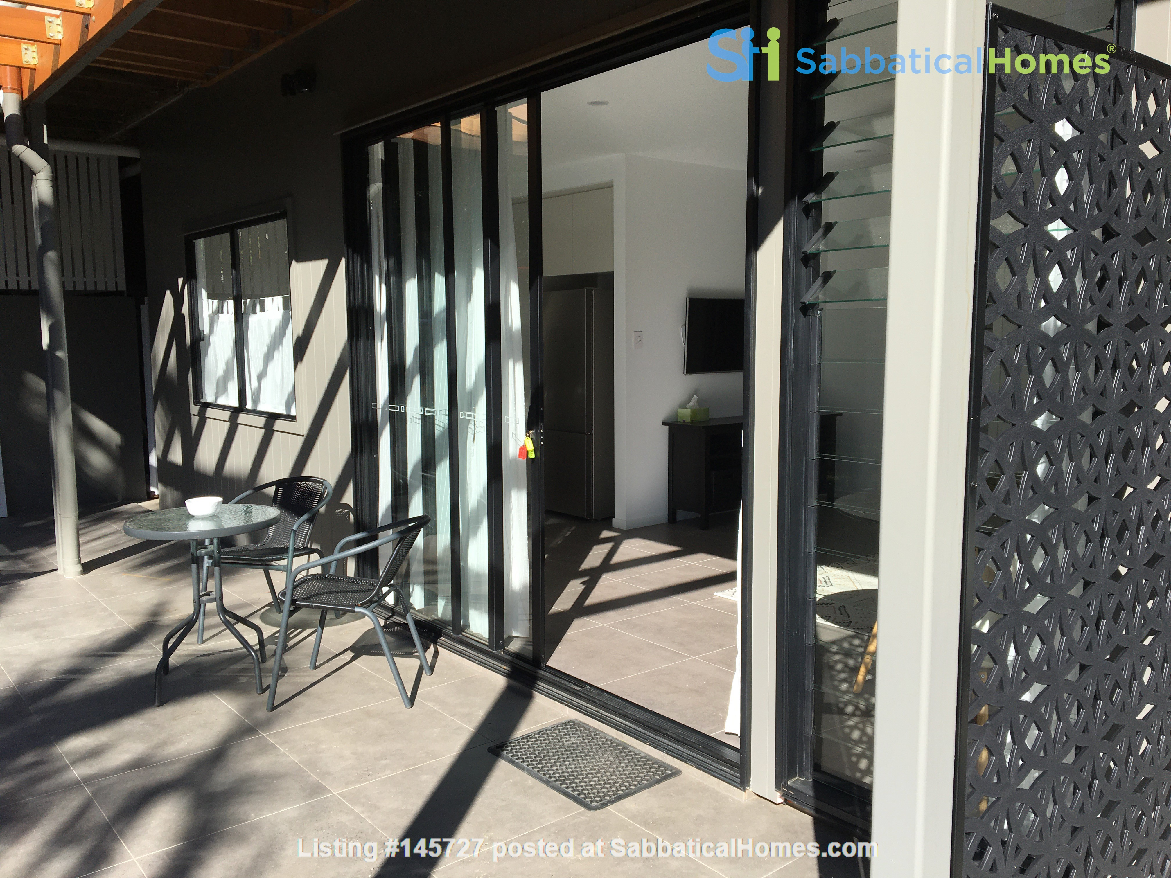 Contemporary self-contained newly built space, walk to UQ's St Lucia campus Home Rental in Annerley 9