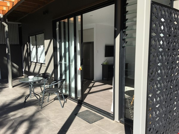 Contemporary self-contained newly built space, walk to UQ's St Lucia campus Home Rental in Annerley 9 - thumbnail