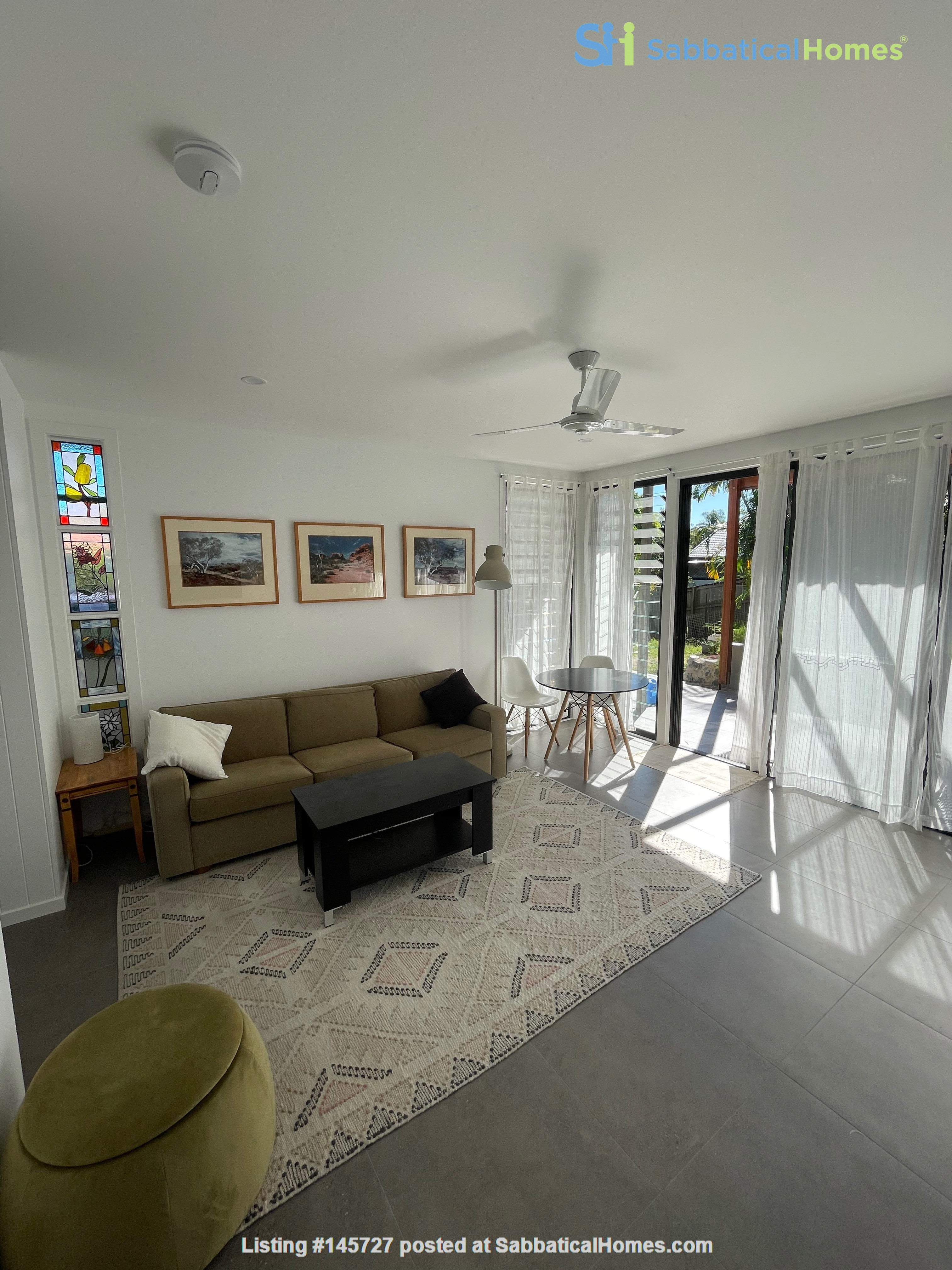 Contemporary self-contained newly built space, walk to UQ's St Lucia campus Home Rental in Annerley 2