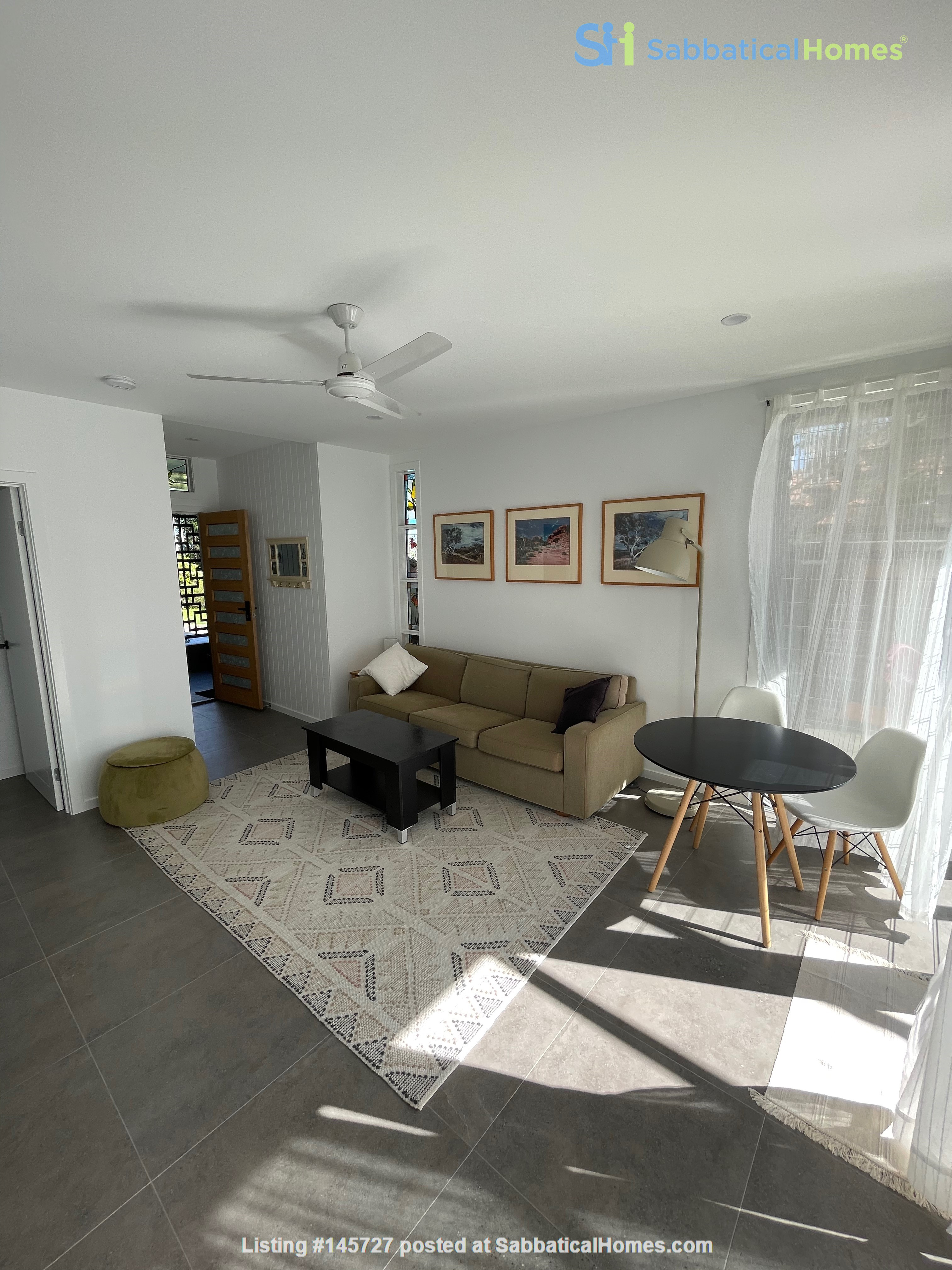 Contemporary self-contained newly built space, walk to UQ's St Lucia campus Home Rental in Annerley 3