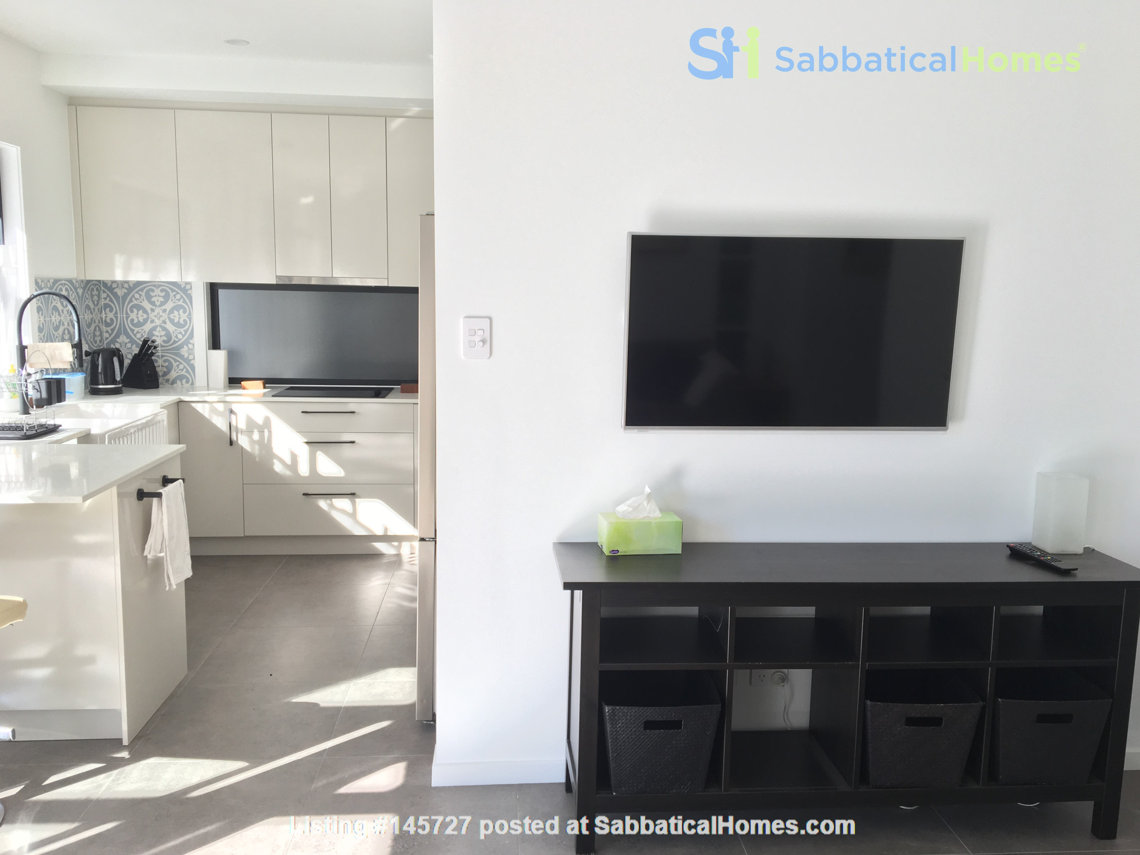 Contemporary self-contained newly built space, walk to UQ's St Lucia campus Home Rental in Annerley 5