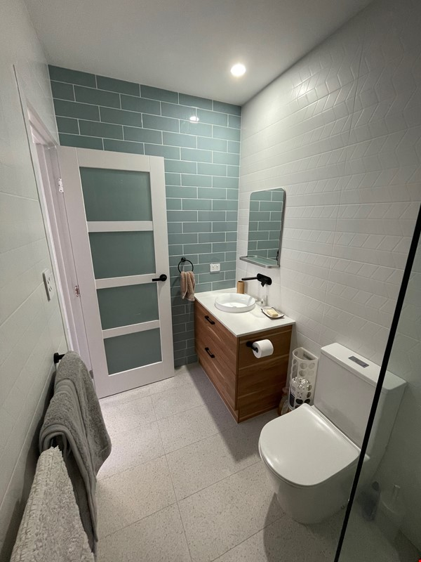 Contemporary self-contained newly built space, walk to UQ's St Lucia campus Home Rental in Annerley 7 - thumbnail