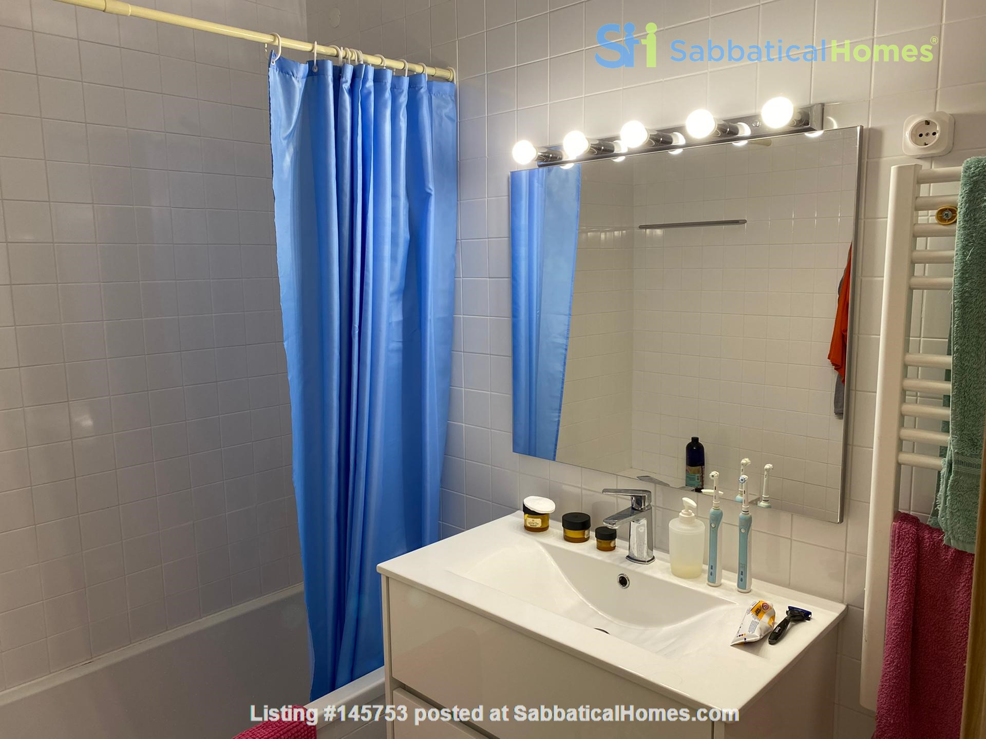 Sunny, central and quiet one-bedroom apartment - perfect for a couple Home Exchange in Lisboa 8