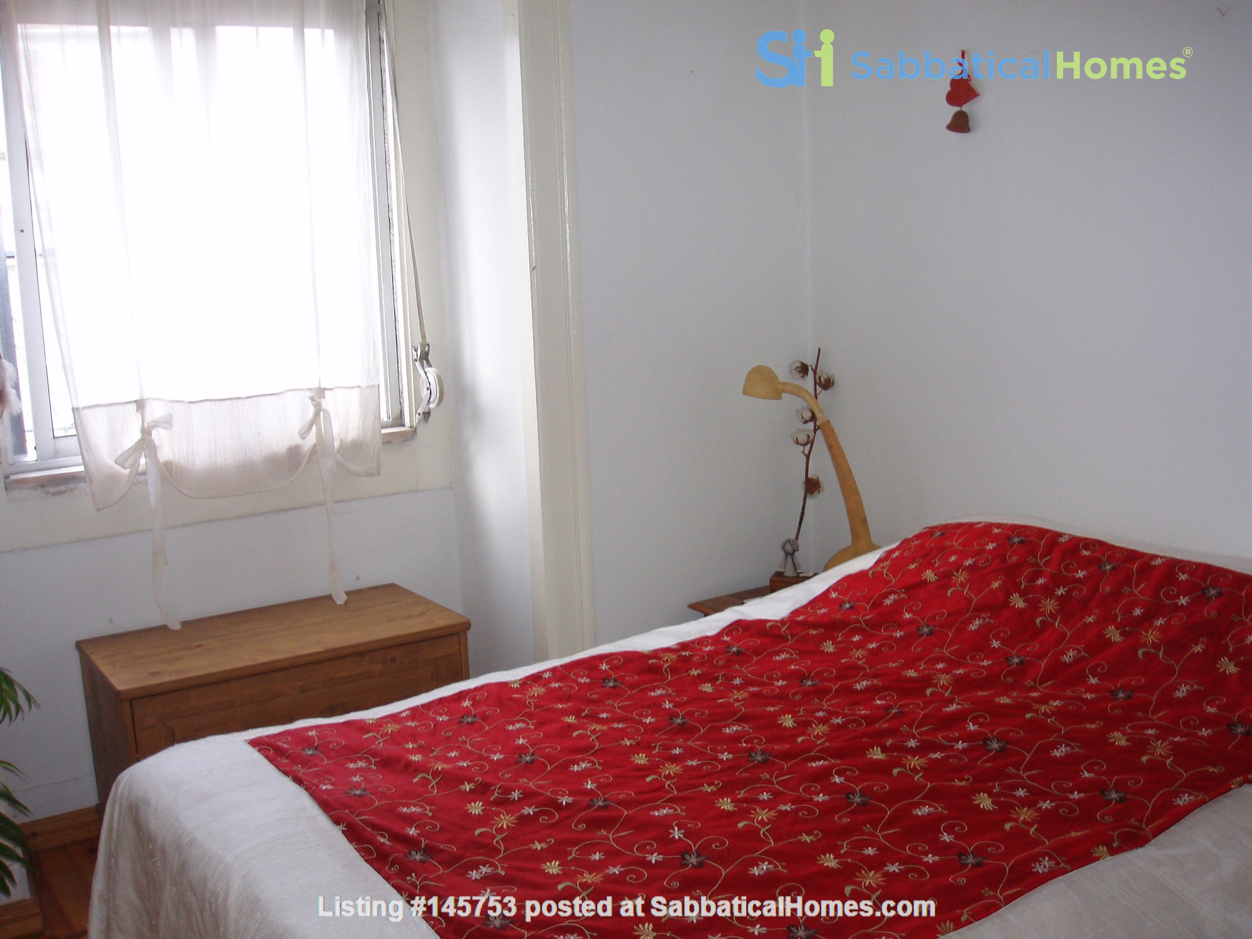 Sunny, central and quiet one-bedroom apartment - perfect for a couple Home Exchange in Lisboa 4
