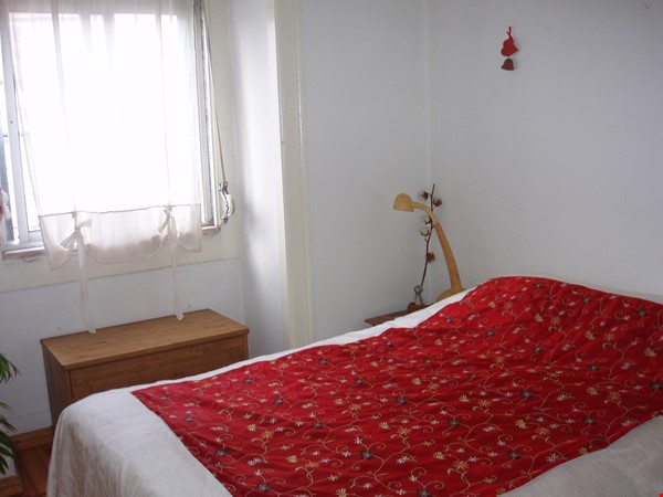 Sunny, central and quiet one-bedroom apartment - perfect for a couple Home Exchange in Lisboa 4 - thumbnail