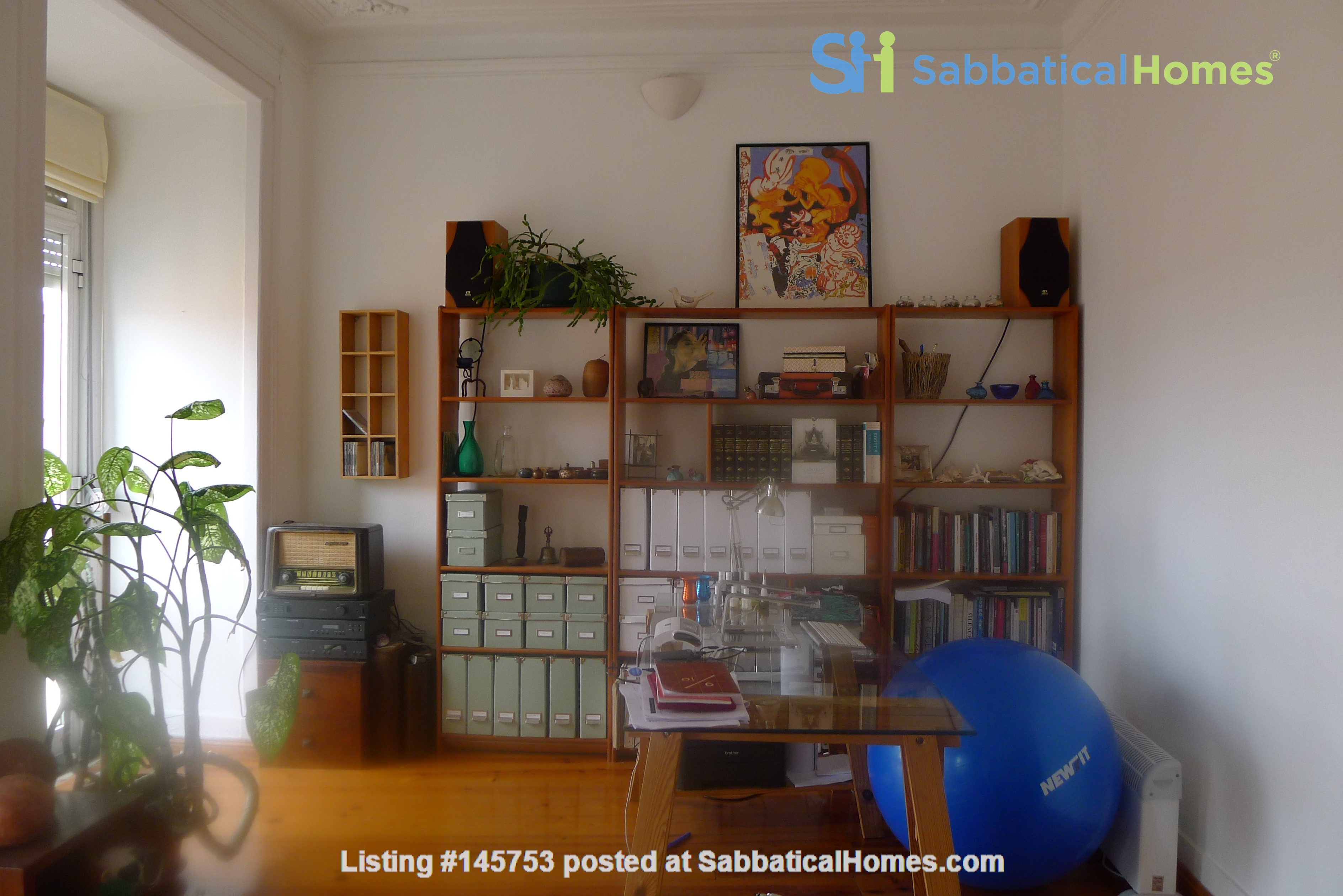 Sunny, central and quiet one-bedroom apartment - perfect for a couple Home Exchange in Lisboa 2