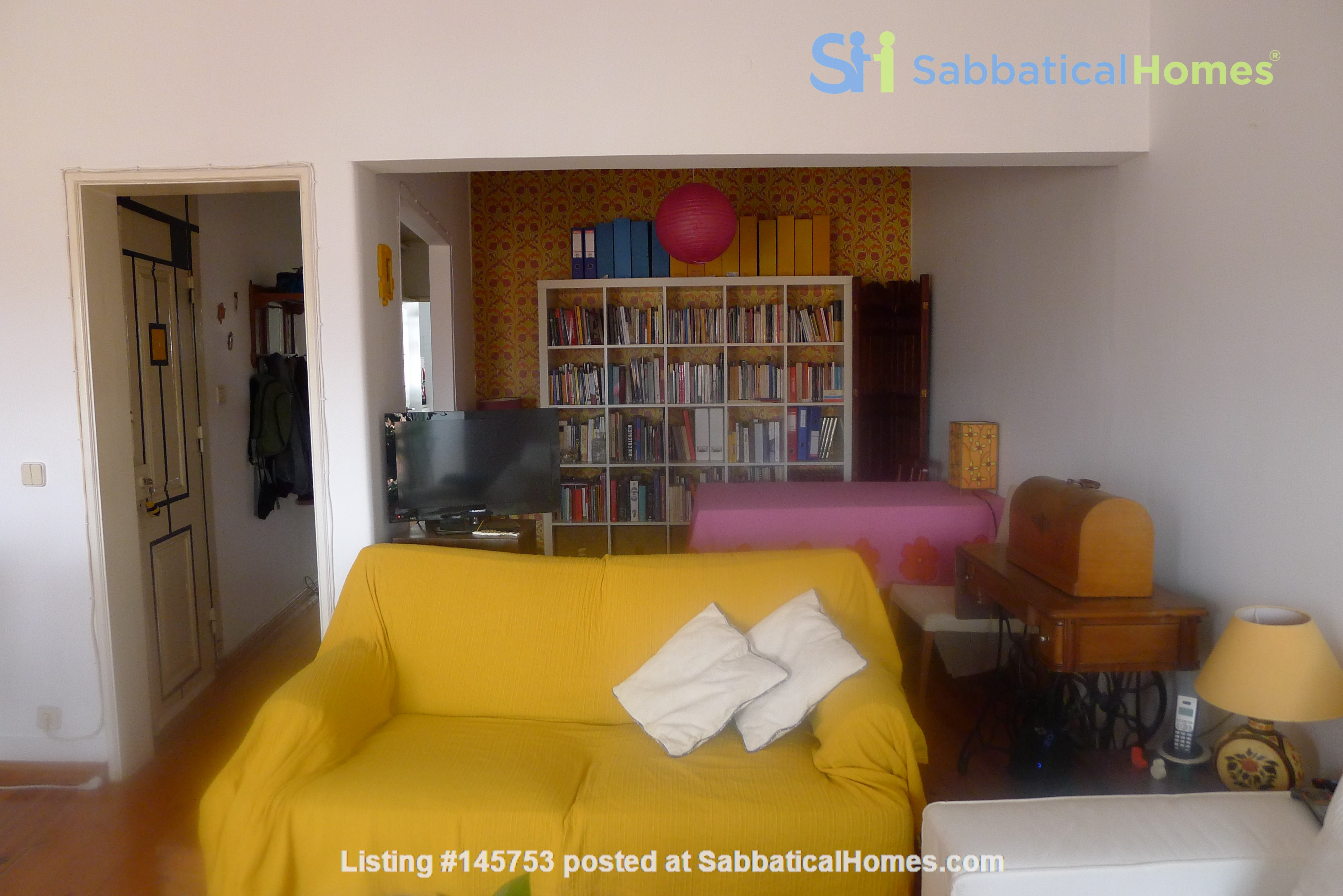 Sunny, central and quiet one-bedroom apartment - perfect for a couple Home Exchange in Lisboa 3