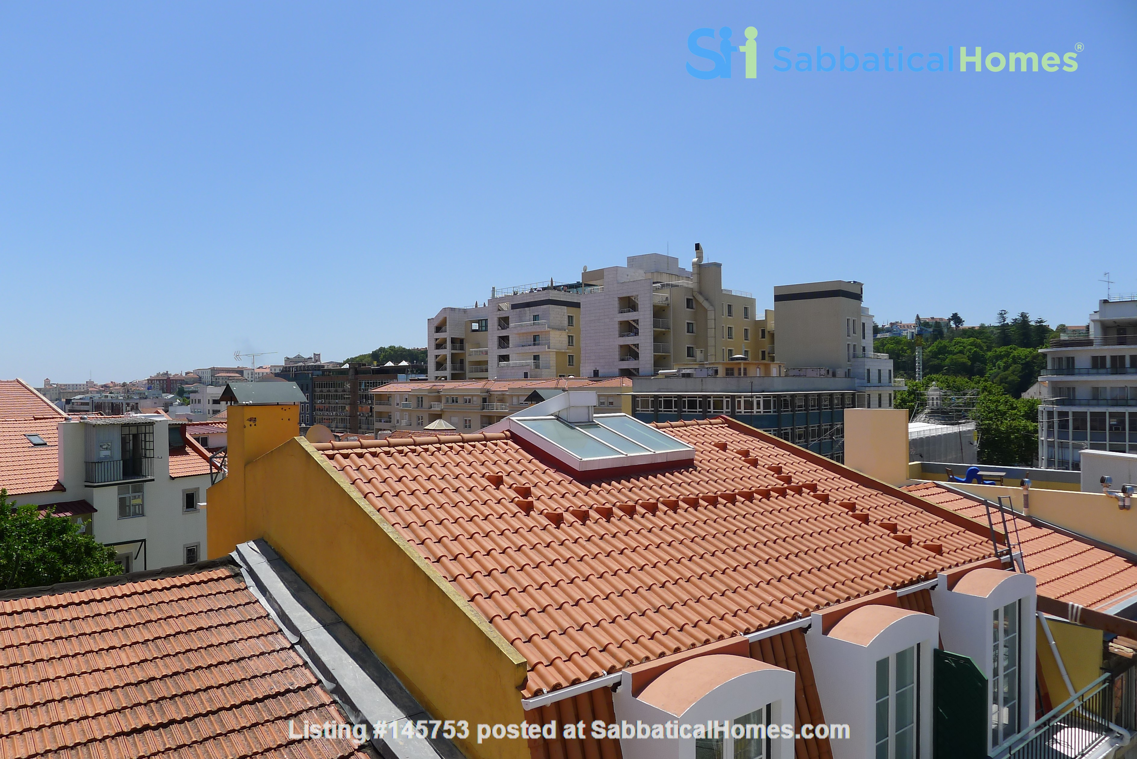 Sunny, central and quiet one-bedroom apartment - perfect for a couple Home Exchange in Lisboa 0
