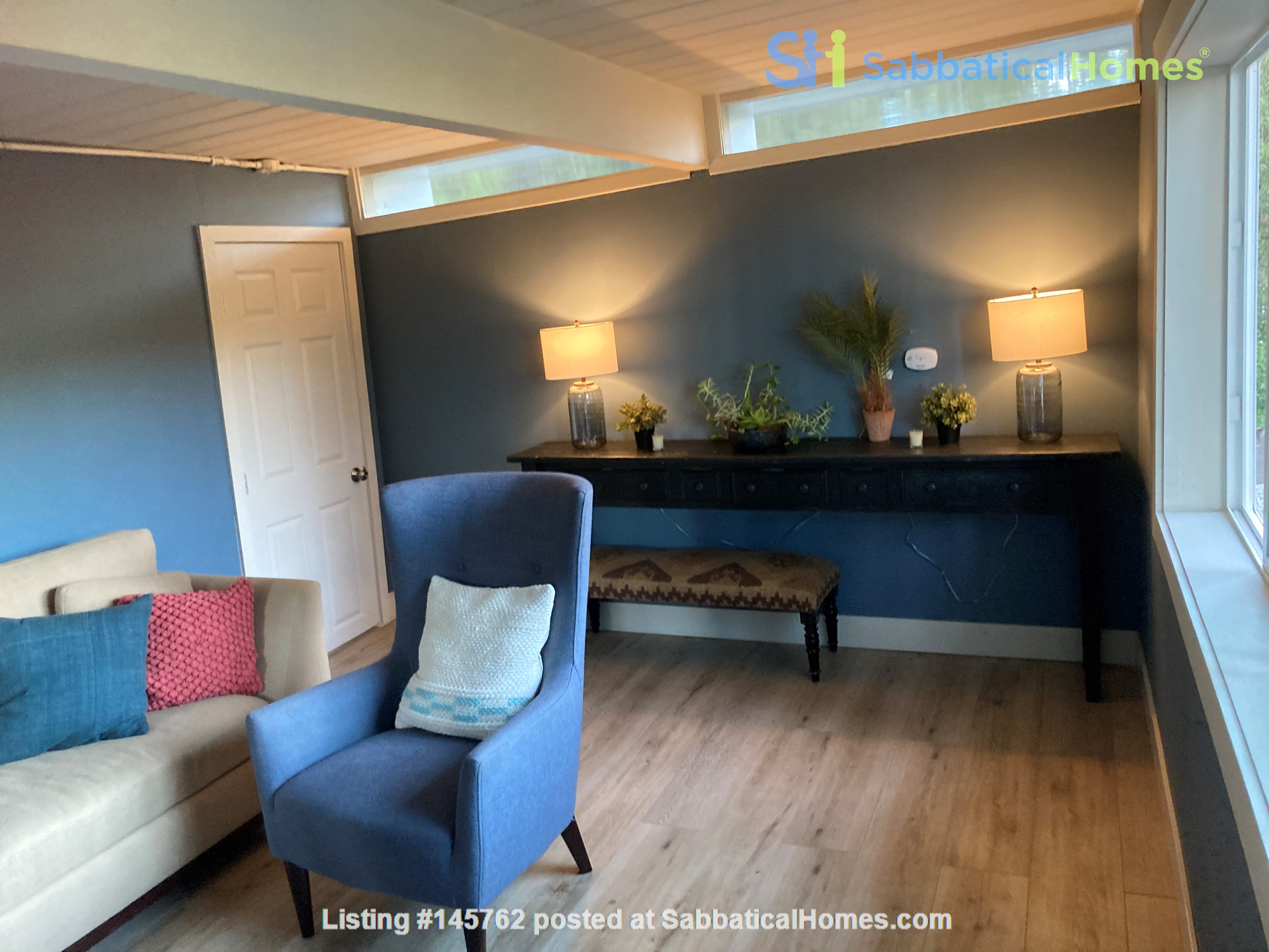 Shared house with 1; Private entrance master bedroom,office/writers retreat Home Rental in Oakland 2