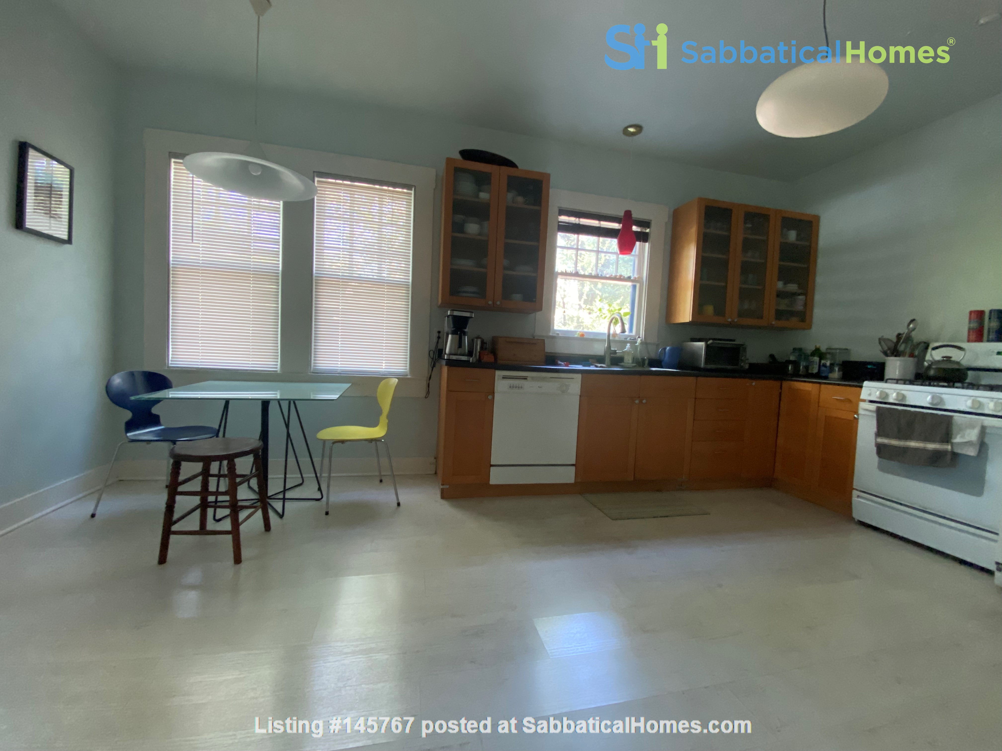 Beautiful 1920s Craftsman House (furnished, home share) Home Rental in Austin 3