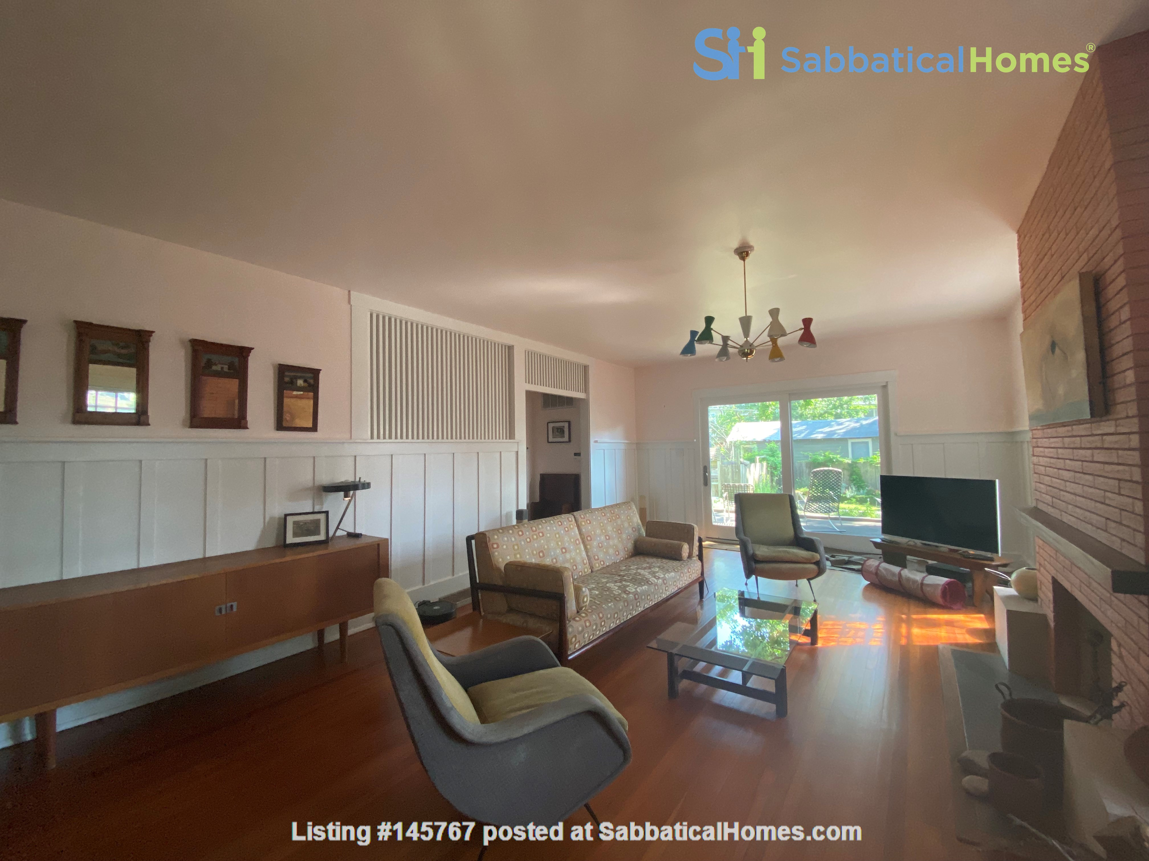 Beautiful 1920s Craftsman House (furnished, home share) Home Rental in Austin 1
