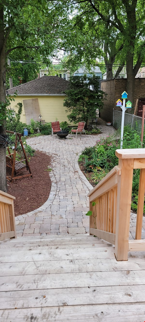 Comfortable home and outdoor space, close to lake and transportation. Home Rental in Chicago 1 - thumbnail