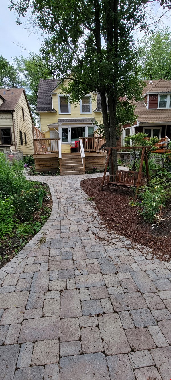 Comfortable home and outdoor space, close to lake and transportation. Home Rental in Chicago 2 - thumbnail