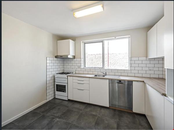 2 bedroom apartment in inner city Melbourne Home Rental in St Kilda East 0 - thumbnail
