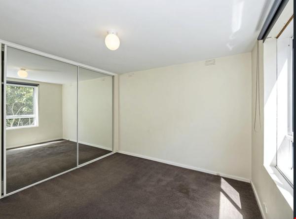 2 bedroom apartment in inner city Melbourne Home Rental in St Kilda East 2 - thumbnail