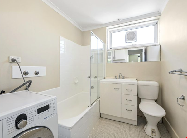2 bedroom apartment in inner city Melbourne Home Rental in St Kilda East 4 - thumbnail