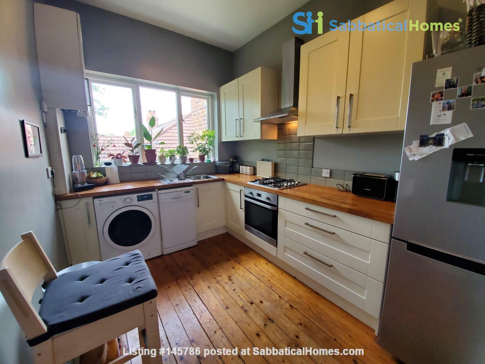 Manchester UK: Spacious, Quiet, Sunlight Filled Flat in Great Neighbourhood Home Rental in  5