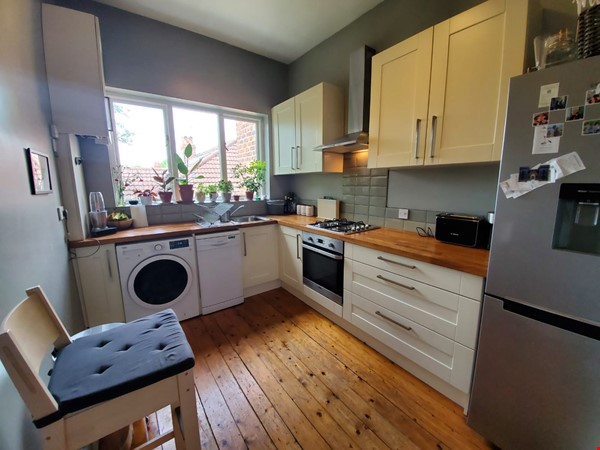 Manchester UK: Spacious, Quiet, Sunlight Filled Flat in Great Neighbourhood Home Rental in  5 - thumbnail