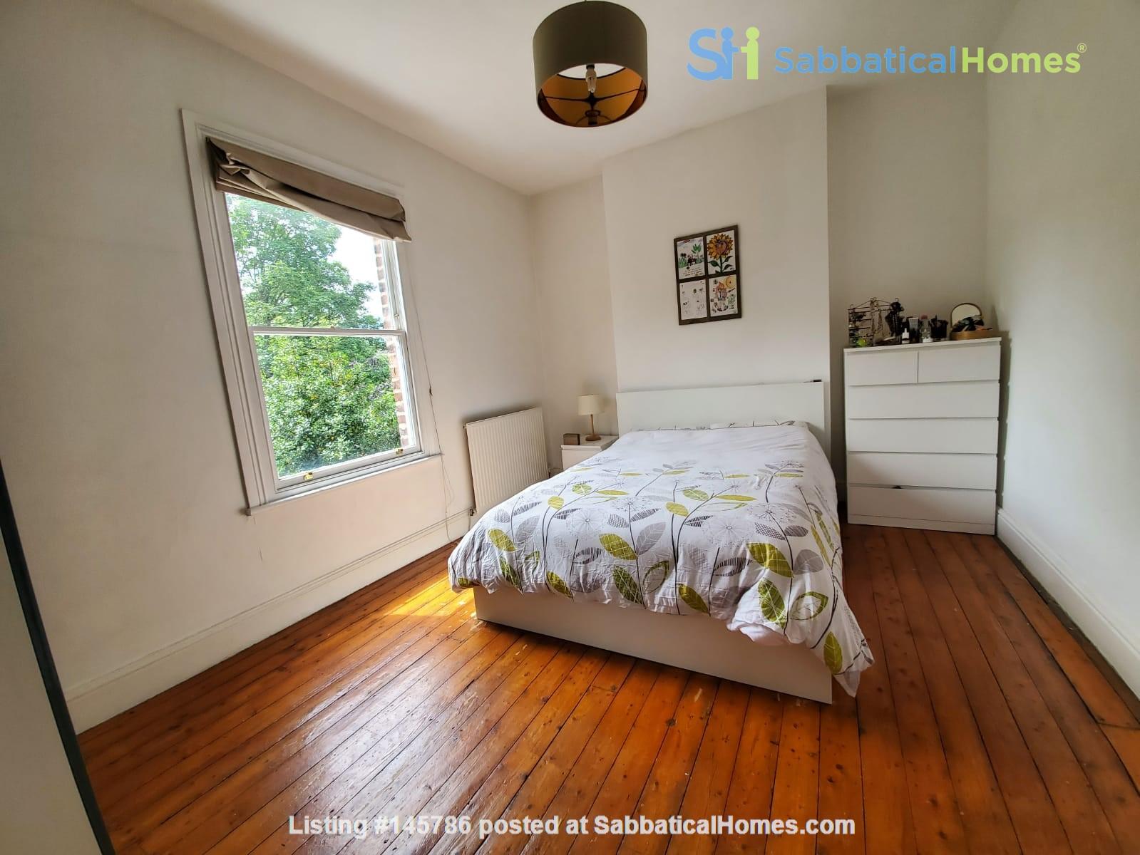 Manchester UK: Spacious, Quiet, Sunlight Filled Flat in Great Neighbourhood Home Rental in  4