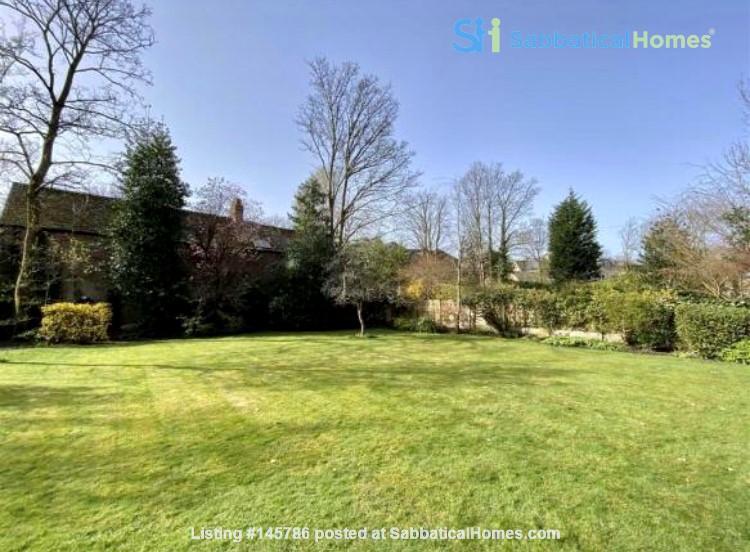 Manchester UK: Spacious, Quiet, Sunlight Filled Flat in Great Neighbourhood Home Rental in  8