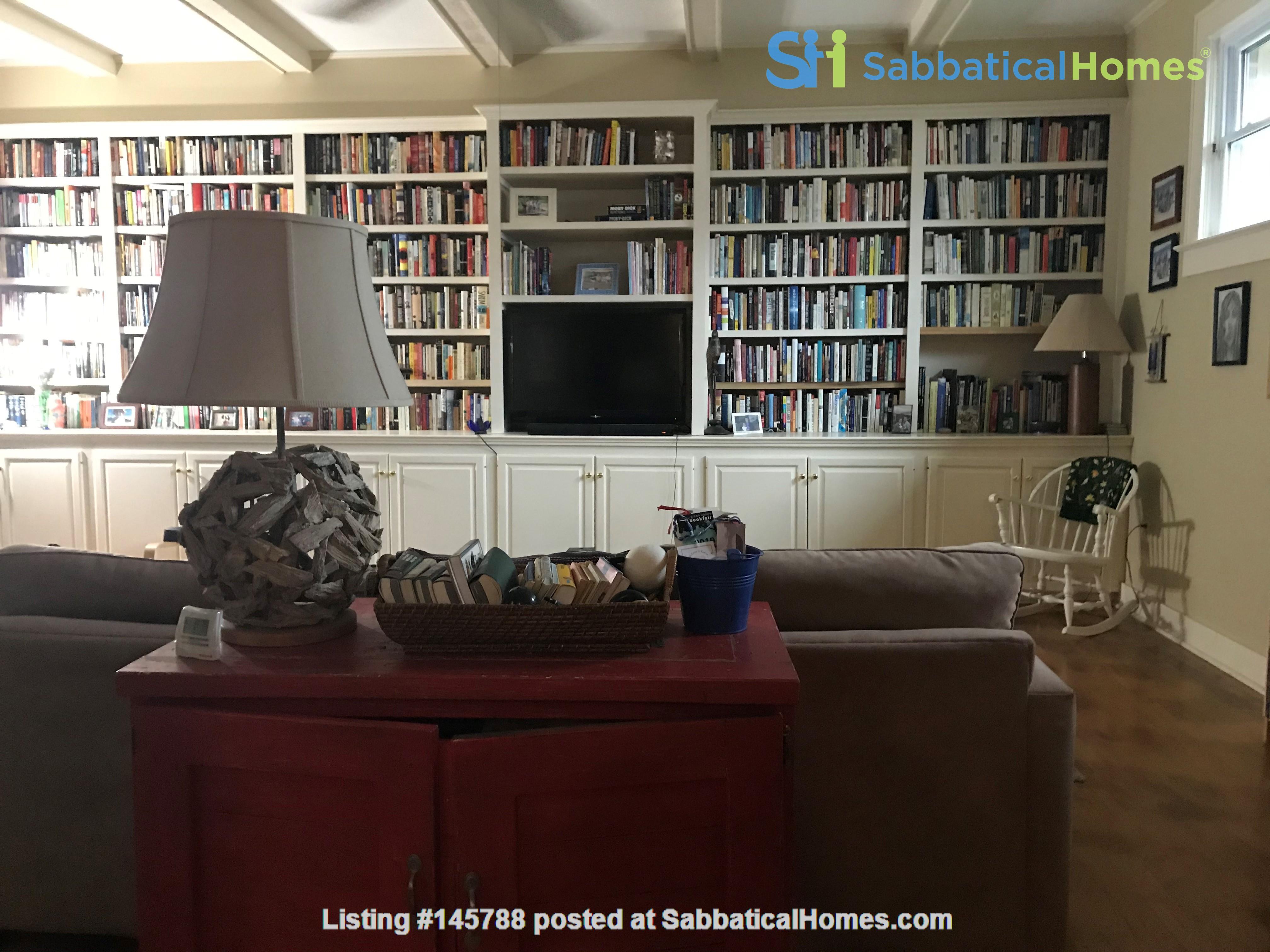 Charming 3 bedroom bungalow in Baton Rouge, Louisiana near LSU Home Rental in Baton Rouge 9