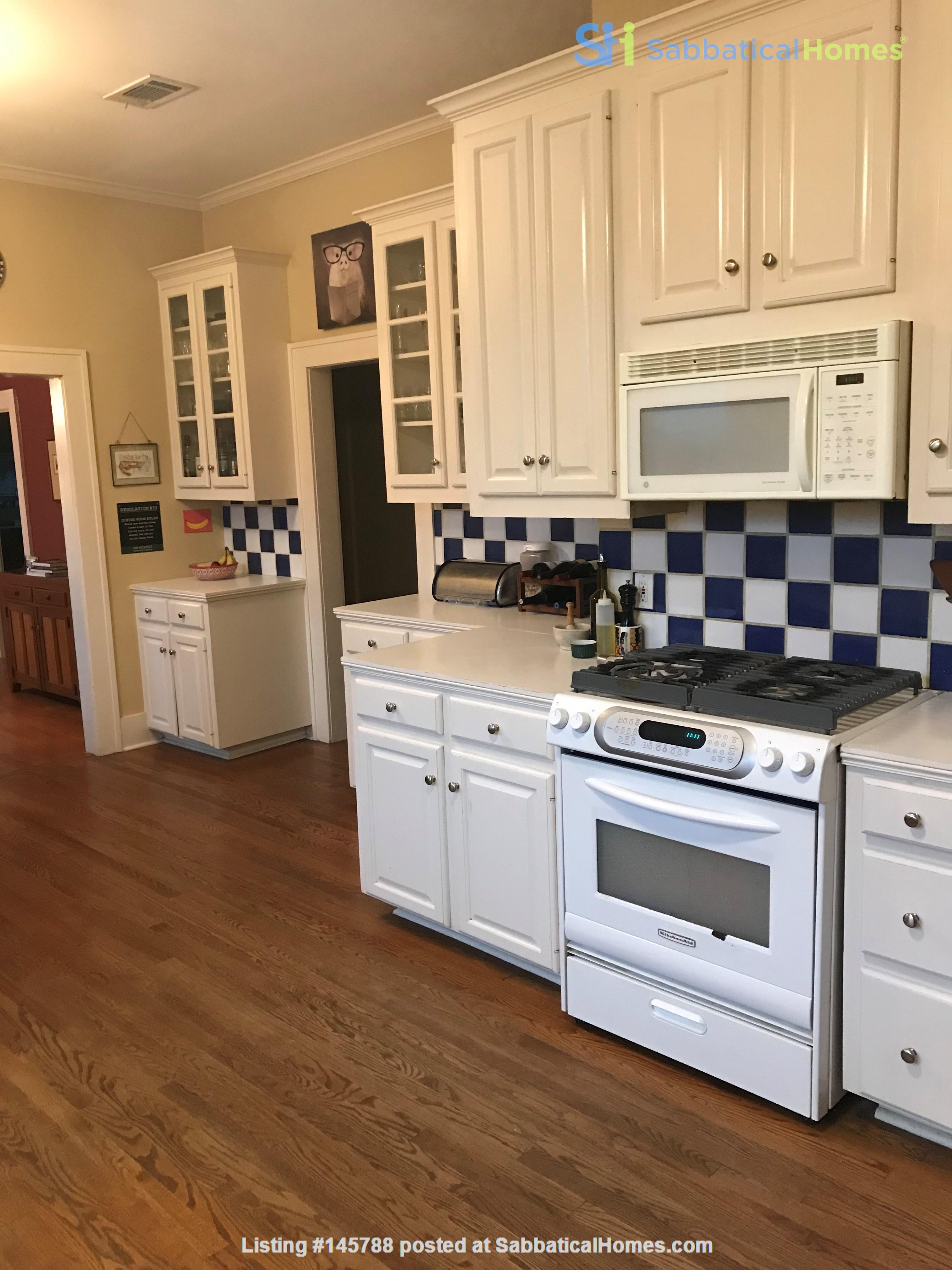 Charming 3 bedroom bungalow in Baton Rouge, Louisiana near LSU Home Rental in Baton Rouge 4