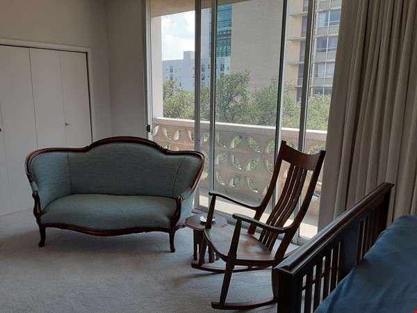 Airy 2-bd, 2-bth condominium facing UT campus. Home Rental in Austin 8 - thumbnail