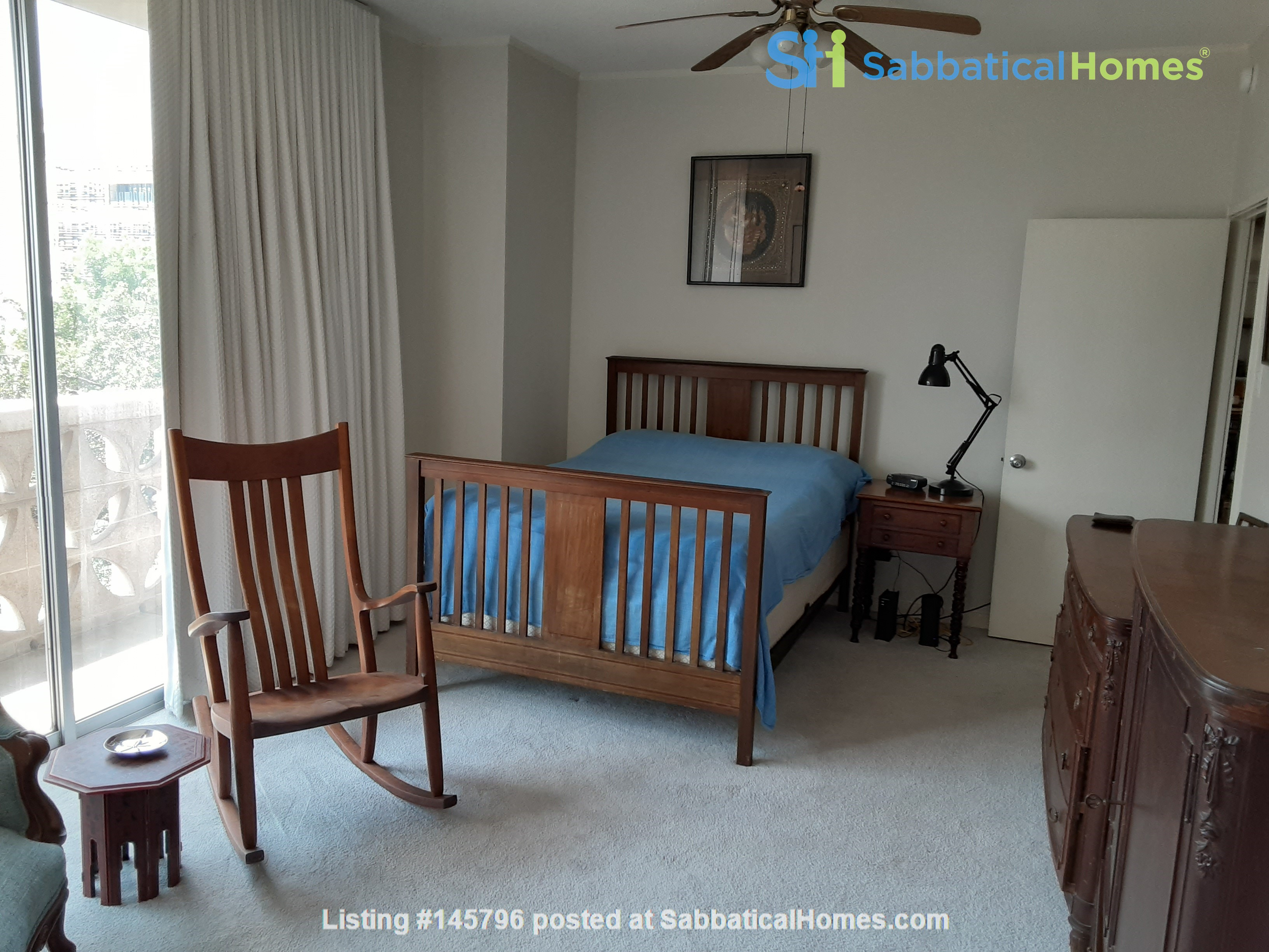 Airy 2-bd, 2-bth condominium facing UT campus. Home Rental in Austin 7