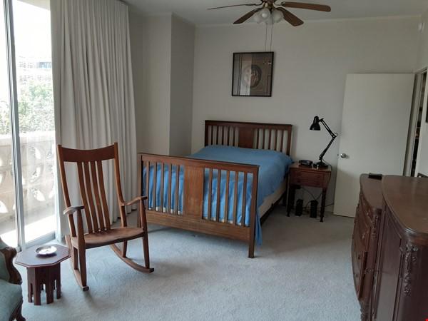 Airy 2-bd, 2-bth condominium facing UT campus. Home Rental in Austin 7 - thumbnail