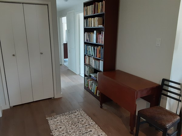 Airy 2-bd, 2-bth condominium facing UT campus. Home Rental in Austin 5 - thumbnail
