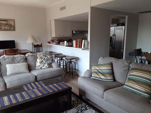 Airy 2-bd, 2-bth condominium facing UT campus. Home Rental in Austin 1 - thumbnail