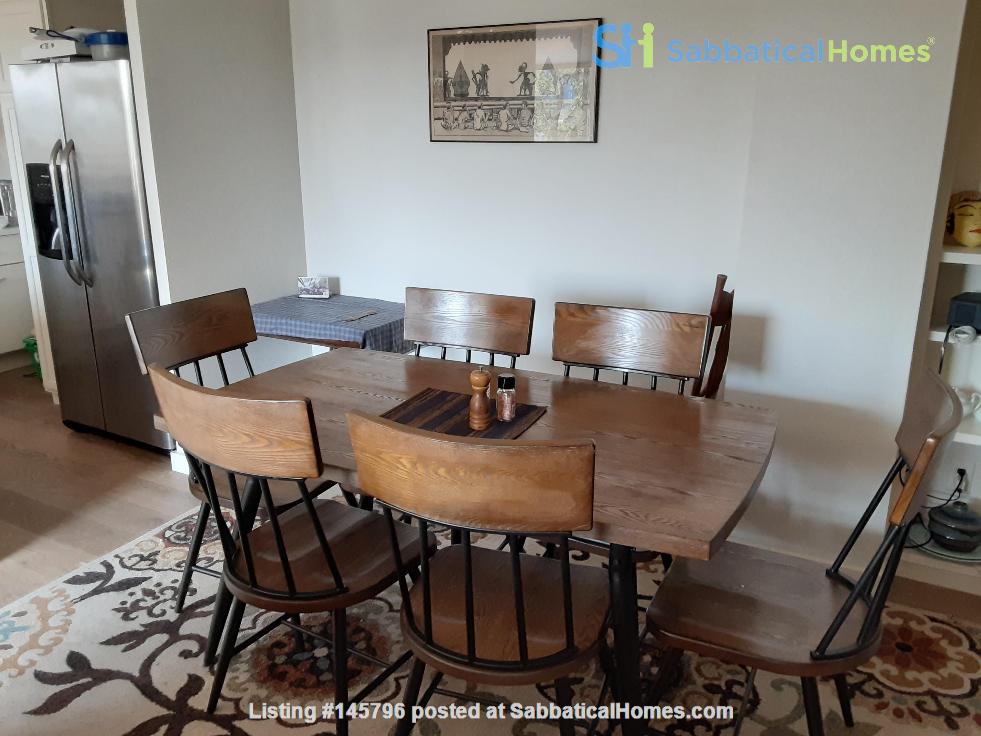 Airy 2-bd, 2-bth condominium facing UT campus. Home Rental in Austin 3