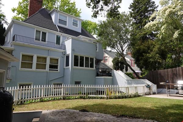 Looking for 2-3 bedroom in New York City Home Exchange in Berkeley 1 - thumbnail