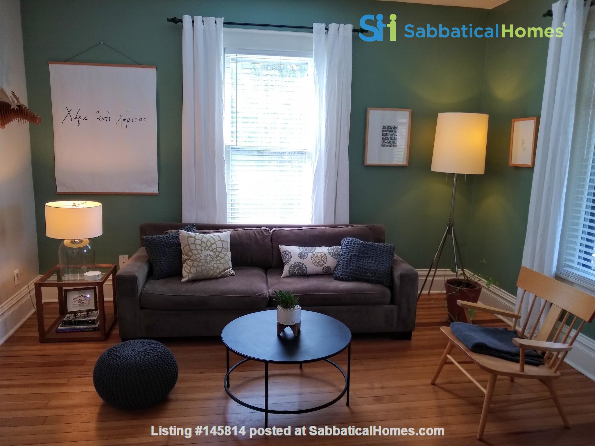 Classic & Stylish Prairie Square Home Rental in Iowa City 1
