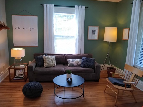 Classic & Stylish Prairie Square Home Rental in Iowa City 1 - thumbnail