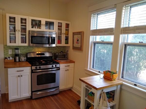 Classic & Stylish Prairie Square Home Rental in Iowa City 3 - thumbnail
