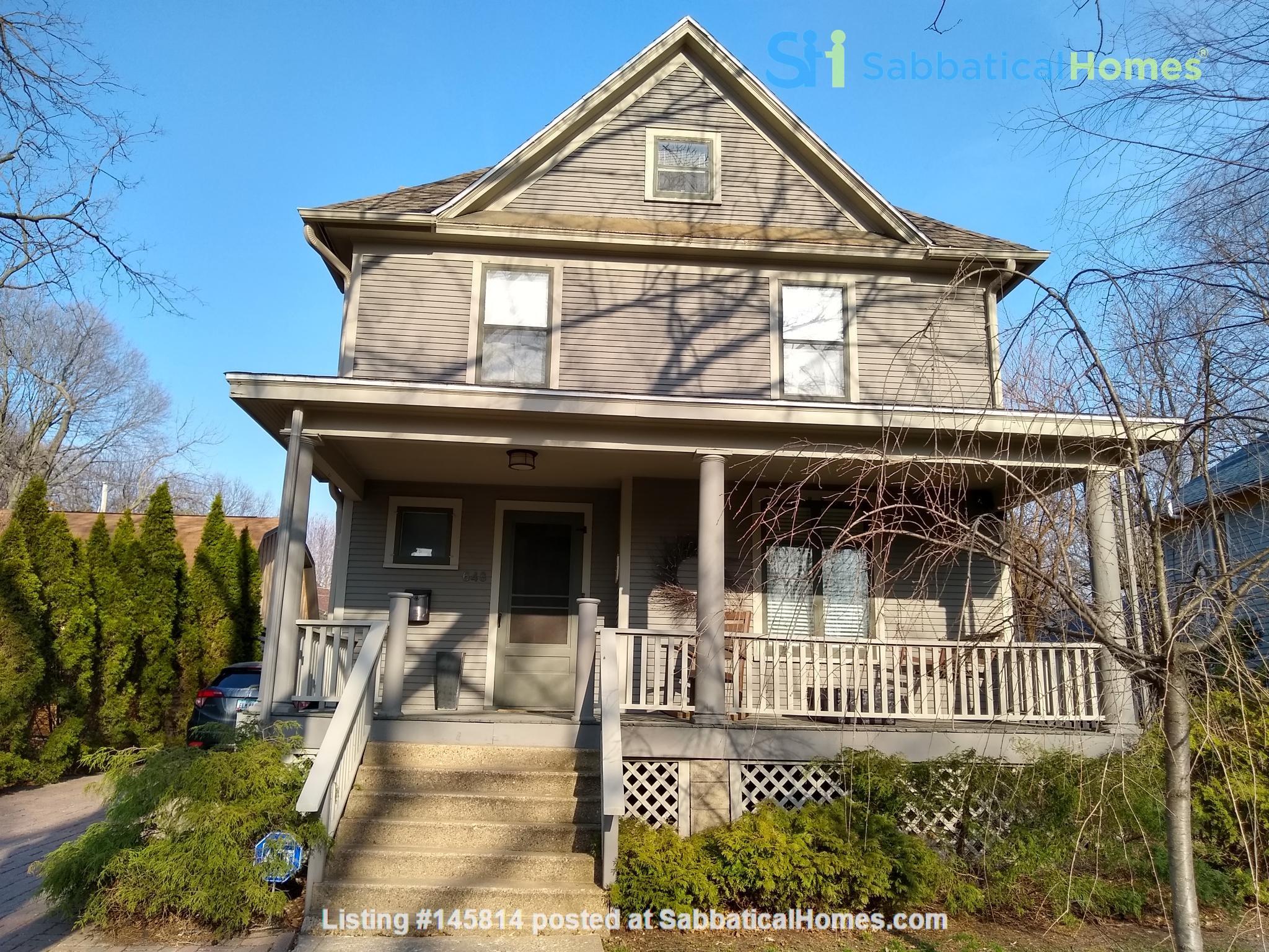 Classic & Stylish Prairie Square Home Rental in Iowa City 0