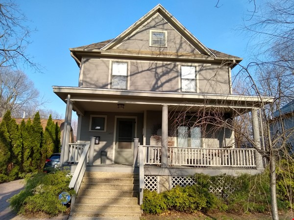 Classic & Stylish Prairie Square Home Rental in Iowa City 0 - thumbnail