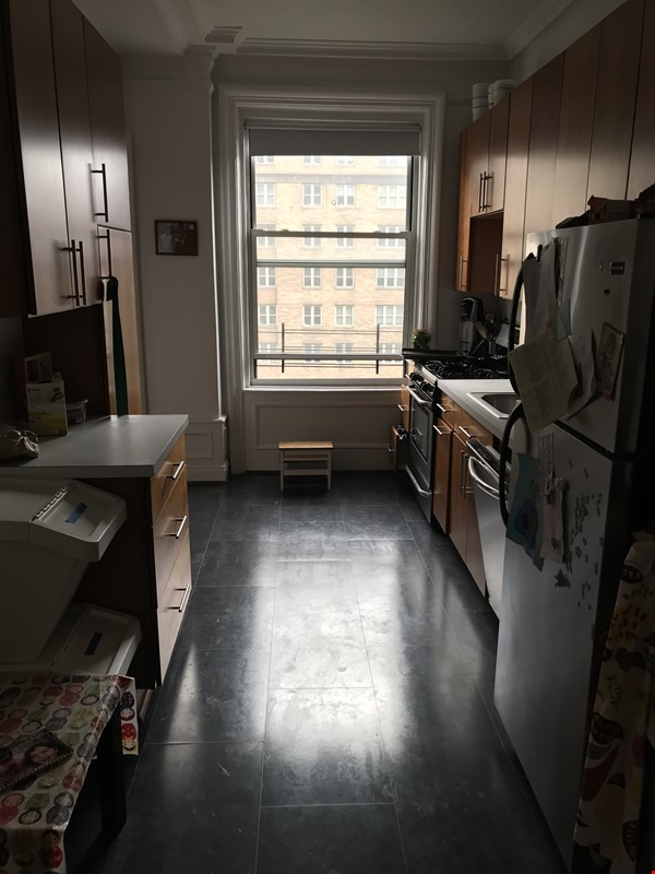 Spacious and light-filled 2-bedroom apartment near Columbia, doorman Home Rental in New York 2 - thumbnail