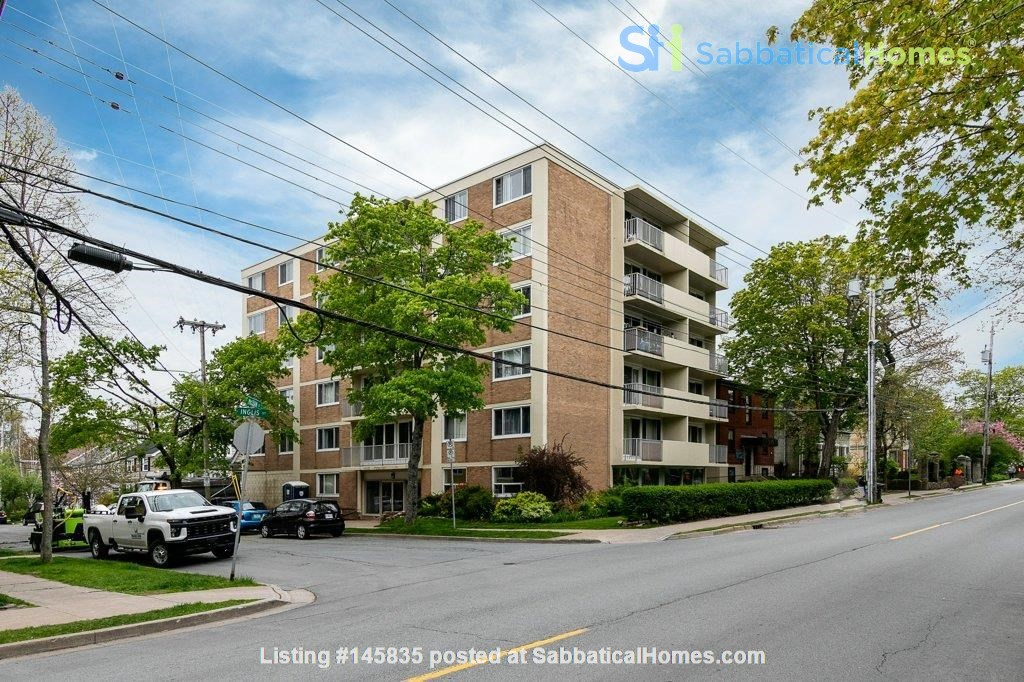 Bright 3 bedroom near SMU, Dalhousie, downtown Halifax and the waterfront. Home Rental in Halifax 0
