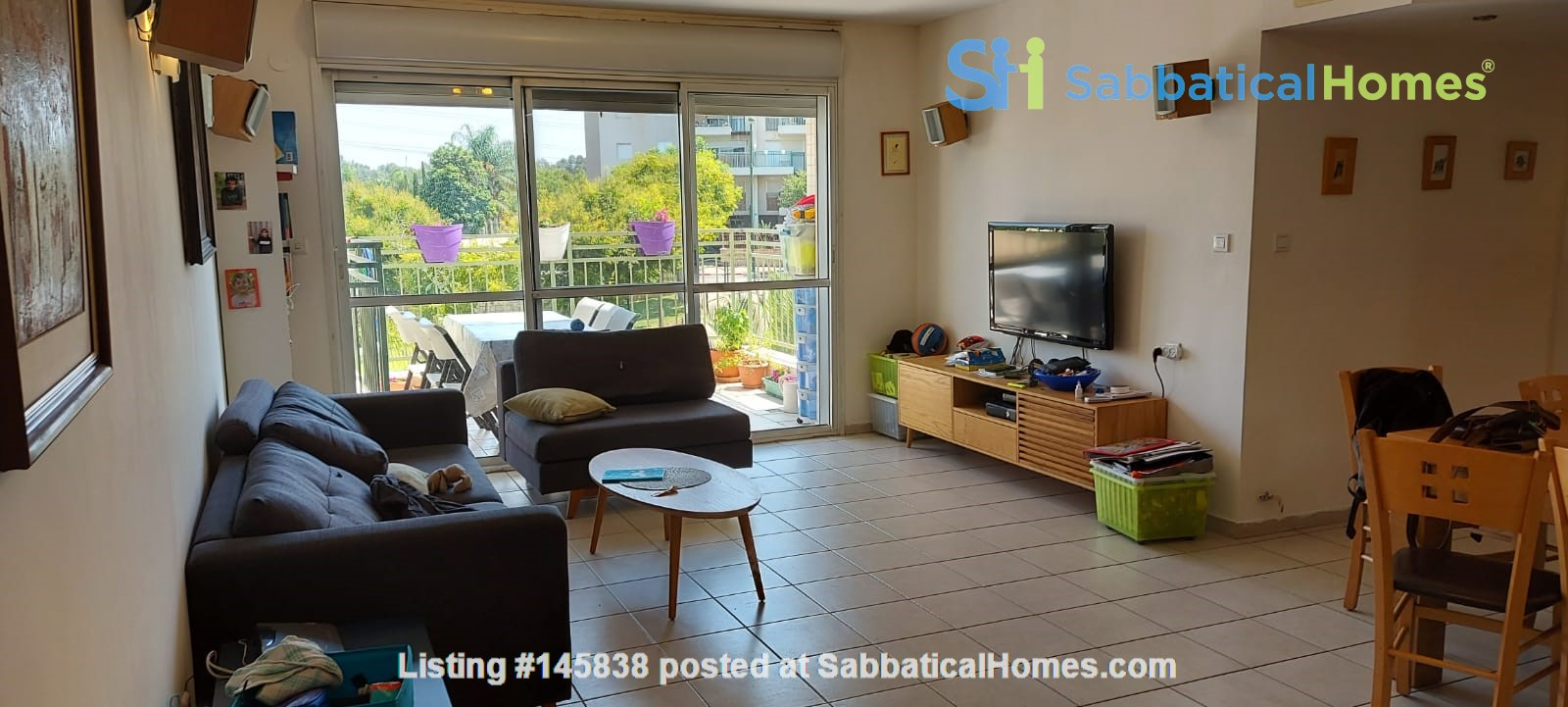 Looking for a two-bedrooms apartment in Paris Home Exchange in Ness Ziona 0