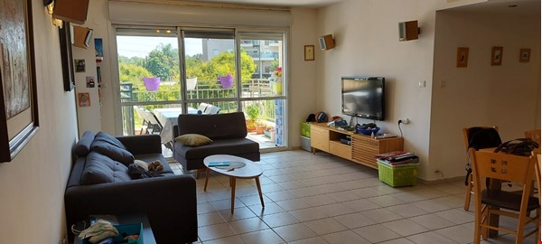 Looking for a two-bedrooms apartment in Paris Home Exchange in Ness Ziona 0 - thumbnail