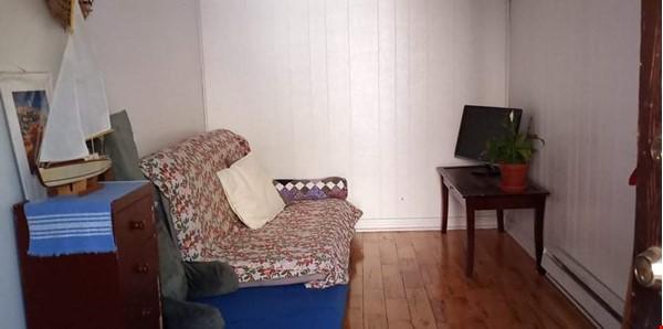 Bright top floor of duplex in a quiet neighborhood. Home Rental in Montréal 9 - thumbnail