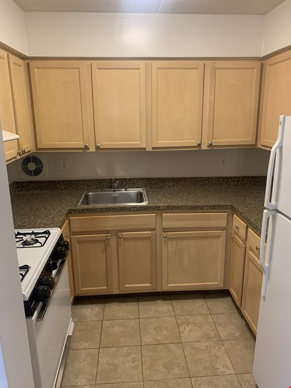 . Location, Location, Location: Must see Large and Practical Studio Apart. Home Rental in New York 2 - thumbnail