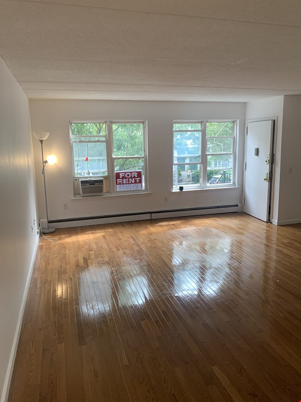 . Location, Location, Location: Must see Large and Practical Studio Apart. Home Rental in New York 1 - thumbnail