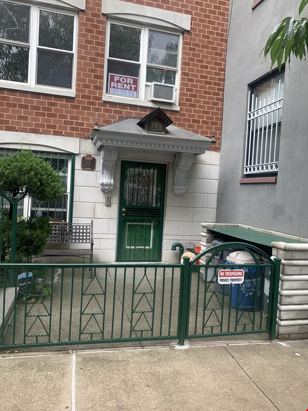 . Location, Location, Location: Must see Large and Practical Studio Apart. Home Rental in New York 0 - thumbnail