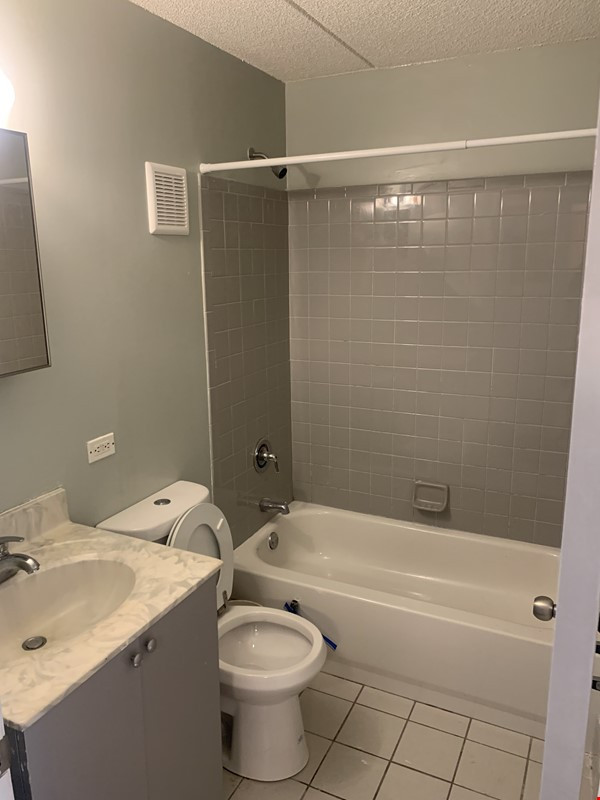 . Location, Location, Location: Must see Large and Practical Studio Apart. Home Rental in New York 3 - thumbnail