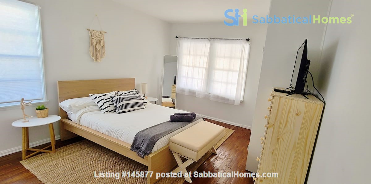 LIGHT AND AIRY NEWLY RENOVATED HOUSE Home Rental in Los Angeles 4